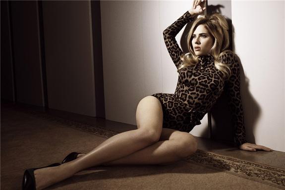 Scarlett Johansson em lingerie tigresa
