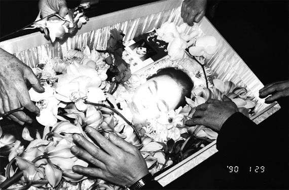 Yoko no caixão