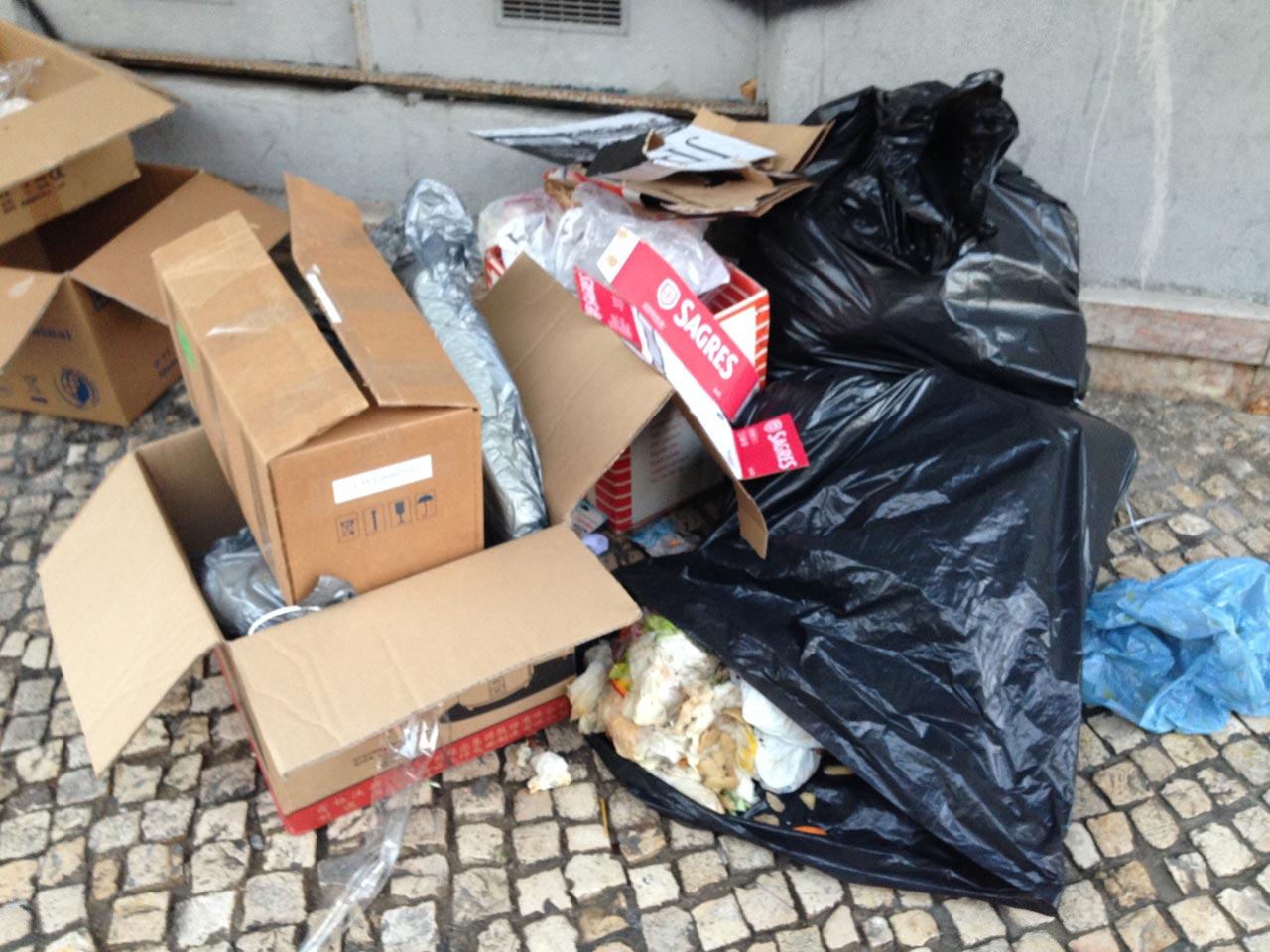 Lixo na rua em Lisboa - Pedro Rebelo